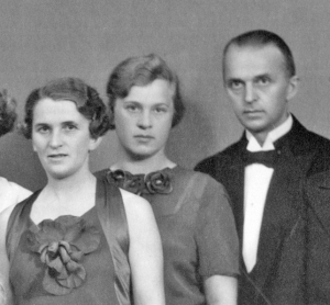 Einar Korsvig Rasmussen med sin kone Lalla og søster Gudrun Rasmussen. Sistnevnte inngikk i hans nettverk og flyktet til Sverige i 1943 eller 1944.